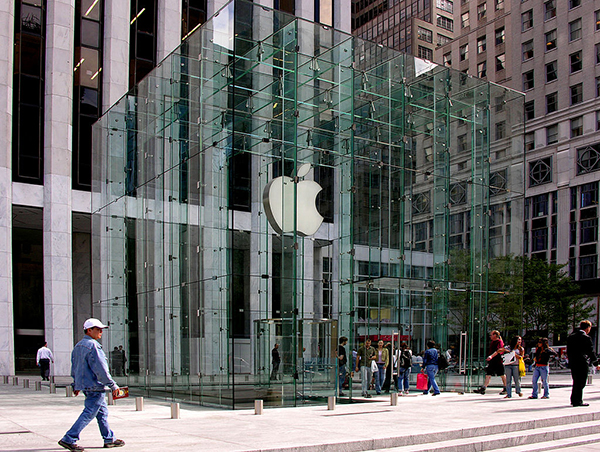 Outside Apple's glass cube, Fifth Avenue, Manhattan, 2011, Wikipedia Commons.