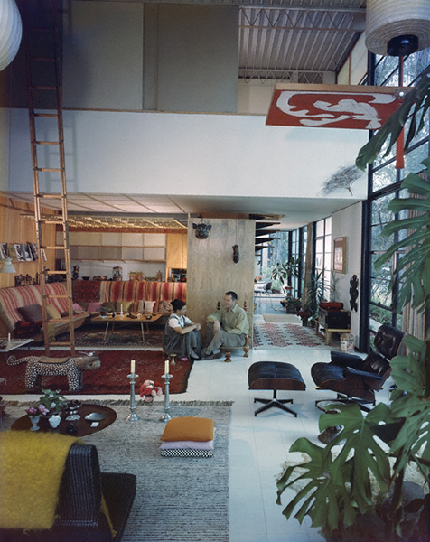 Ray and Charles Eames in their living room, Pacific Palisades, 1968. Image courtesy of the Getty Research Institute; photograph by Julius Shulman,.