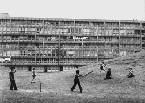 Children playing cricket at Robin Hood Gardens in the 1970s, photograph by Sandra Lousada. Image courtesy of Tree Hugger.