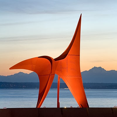 Alexander Calder's Eagle at twilight, painted steel, 1971. Image courtesy of Sunset Magazine; photograph by Benjamin Benschneider.
